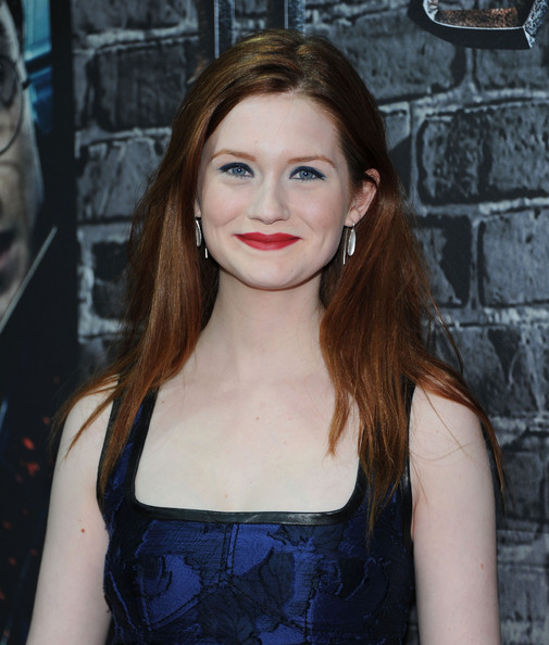 More Pics of Bonnie Wright Hard Case Clutch (1 of 9) - Bonnie Wright Lookbook - StyleBistro