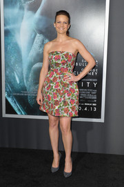 Carla Gugino cut an ultra-feminine figure in a strapless floral dress during the premiere of 'Gravity.'