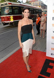 Sandra Bullock looked chic and modern in a tricolor strapless dress by Narciso Rodriguez during the premiere of 'Gravity.'