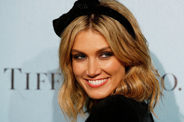 More Pics of Delta Goodrem Medium Wavy Cut (1 of 8) - Medium Wavy Cut Lookbook - StyleBistro