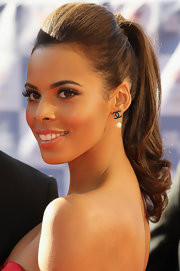 Rochelle Wiseman looked flawless at the BOA Olympic Concert wearing her hair in a high voluminous ponytail.