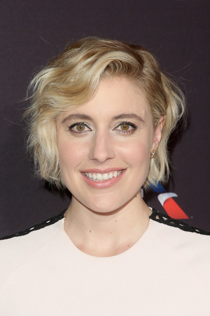 Greta Gerwig Short Wavy Cut Short Hairstyles Lookbook