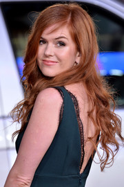 Isla Fisher opted for this loose curly 'do when she attended the 'Grimsby' world premiere.