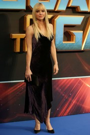 Anna Faris looked sensual in a dark purple cowl-neck dress by Juan Carlos Obando at the 'Guardians of the Galaxy Vol. 2' European gala screening.