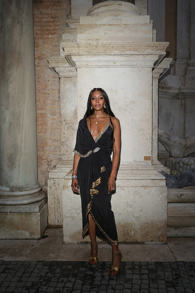 Naomi Campbell finished off her look with a pair of gold sandals with knot detailing.