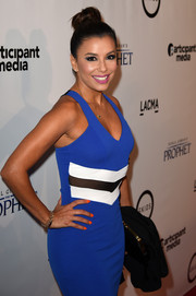 Eva Longoria's orange nail polish and electric-blue dress were a cool color pairing.