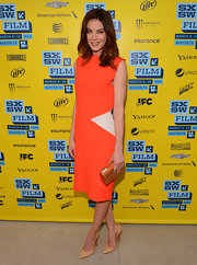Michelle Monaghan opted for nude pumps with a cool orange trim to tie her look together.