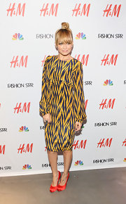Nicole Richie paired her boldly patterned blue and gold dress with cherry red satin platform pumps.