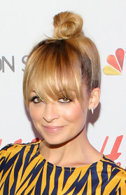 Nicole Richie wore her hair in an adorable top knot with long wispy bangs at the NBC 'Fashion Star' event.