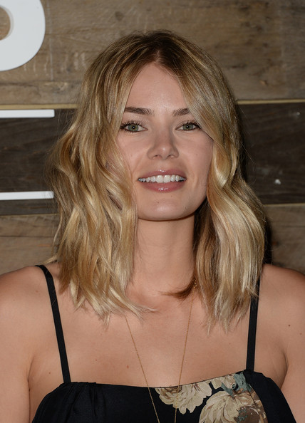 Tori Praver brought a whiff of summer to the H&M Conscious Collection dinner with her beachy blond waves.