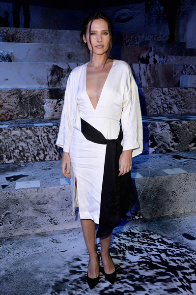 Virginie Ledoyen looked diva-ish at the H&M fashion show in a deep-V white dress with loose, long sleeves and a contrasting black sash.