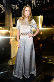 Suki Waterhouse matched her top with a pair of wide-leg pants.