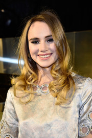 Suki Waterhouse showed off a sweet curly 'do at the H&M fashion show.