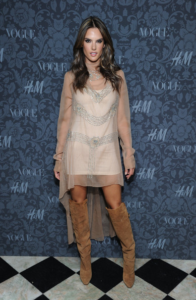 More Pics of Alessandra Ambrosio Long Wavy Cut (1 of 10) - Long Wavy Cut Lookbook - StyleBistro