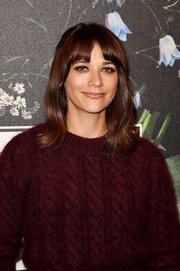 Rashida Jones looked adorably retro with her flippy 'do at the Erdem x H&M runway show.