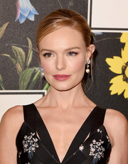 Kate Bosworth looked oh-so-beautiful even with this simple ponytail at the Erdem x H&M runway show.