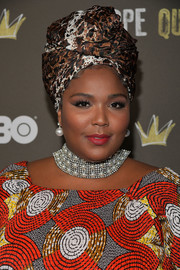 Lizzo finished off her accessories with a pair of pearl drop earrings.