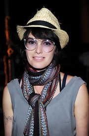 A fun-looking straw hat made Lena Headey's outfit during Comic-Con 2011 that much more interesting.