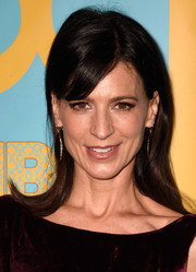 Perrey Reeves styled her hair with flippy ends for a retro-chic look during the HBO Golden Globes party.
