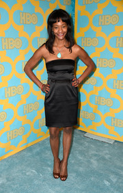 Sufe Bradshaw opted for a simple strapless LBD for her HBO Golden Globes party look.