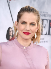 Anna Chlumsky took a risk with this messy ponytail when she attended the 'Veep' FYC event.