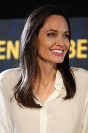 Angelina Jolie wore her hair down in a casual side-parted style at the Golden Globe Foreign-Language Film Symposium.
