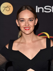Jess Weixler went for a casual center-parted ponytail when she attended the HFPA and InStyle TIFF celebration.