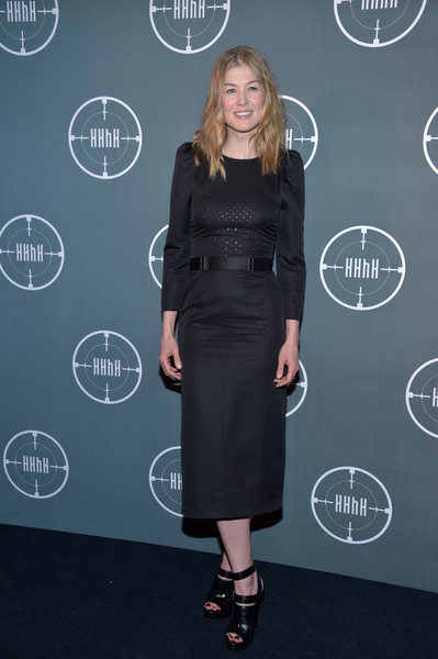 Rosamund Pike styled her dress with strappy black platform sandals, also by Bottega Veneta.