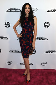 This exquisite crimson and navy cocktail dress was ravishing on L'Wren Scott. The tasteful beading really put this dress over-the-top.