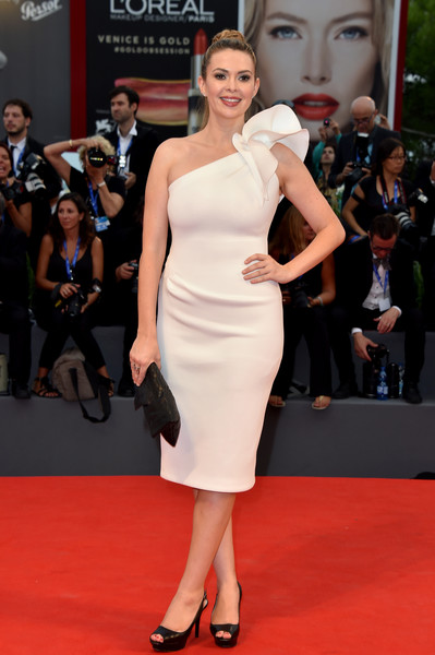 Carly Steel cut a feminine silhouette in a white one-shoulder dress with ruffle detailing at the Venice Film Festival premiere of 'Hacksaw Ridge.'