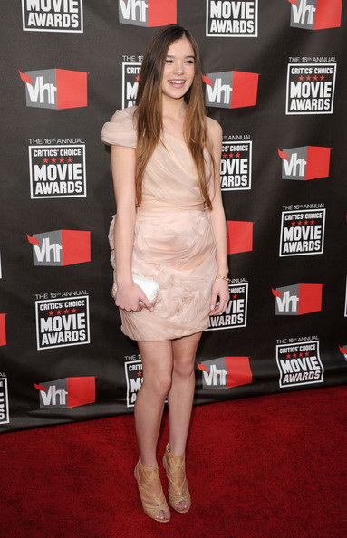 Hailee Steinfeld One Shoulder Dress [flooring,fashion model,carpet,shoulder,leg,fashion,red carpet,joint,cocktail dress,thigh,arrivals,hailee steinfeld,critics choice movie awards,california,los angeles,hollywood palladium]
