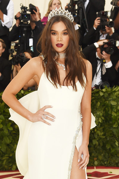 Hailee Steinfeld Diamond Ring [heavenly bodies: fashion the catholic imagination costume institute gala - arrivals,fashion model,red carpet,hair,clothing,shoulder,dress,carpet,long hair,premiere,hairstyle,new york city,metropolitan museum of art,hailee steinfeld]
