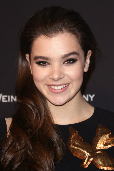 Hailee Steinfeld Side Sweep [hair,hairstyle,face,eyebrow,beauty,smile,chin,lip,brown hair,long hair,hailee steinfeld,beverly hills,california,weinstein company,2014 golden globe awards,arrivals,party]