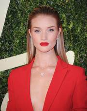 Rosie Huntington-Whiteley looked cool wearing this slicked-back straight 'do at the British Fashion Awards.
