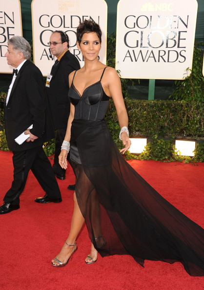 Halle Berry Is Ready for Bed in Nina Ricci at the Golden Globes ...