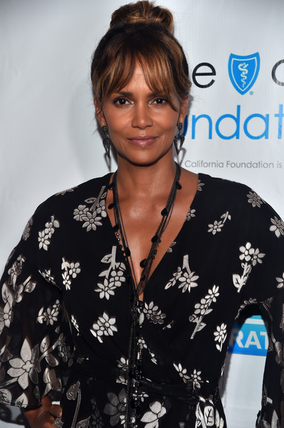 Halle Berry Layered Chainlink Necklaces [hair,hairstyle,premiere,bangs,black hair,outerwear,brown hair,style,halle berry,jenesse center,los angeles,california,wilshire country club,cocktail party,jenesse center - arrivals,imagine cocktail party]