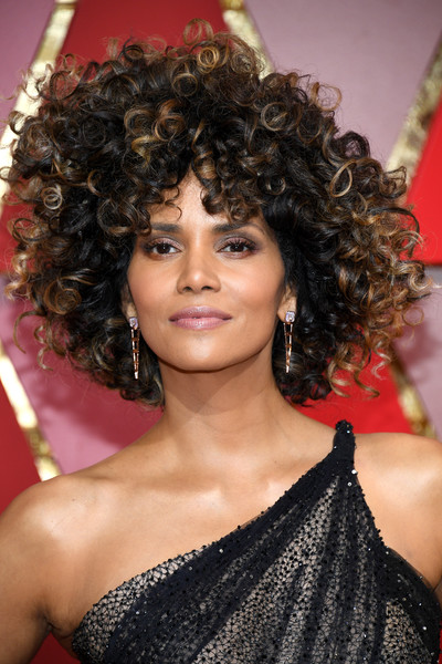 Halle Berry Afro [hair,hairstyle,ringlet,jheri curl,eyebrow,black hair,chin,long hair,lip,hair coloring,halle berry,academy awards,kinky curly,hairstyle,hair,hair,lace wig,celebrity,hollywood highland center,89th annual academy awards,halle berry,afro,hairstyle,89th academy awards,celebrity,hair,lace wig,braid,natural afro kinky curly 100% human hair wigs for women with lace full wig front lace wig 130% density,wig]