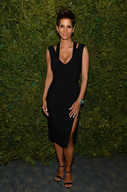 Halle Berry heated things up in a sexy cocktail dress with a deep-V and hip-high slit.