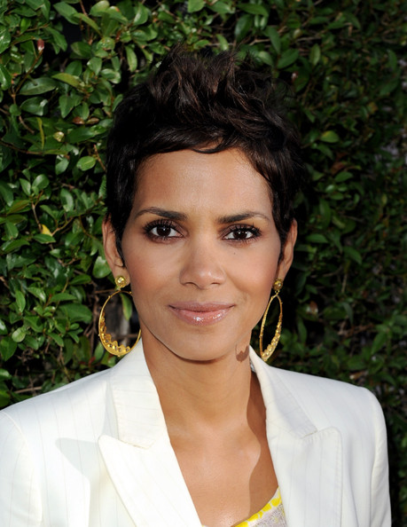 Halle Berry Fauxhawk [hair,face,hairstyle,eyebrow,forehead,beauty,lip,black hair,chin,smile,beauty culture,annenberg space for photography - red carpet,annenberg space for photography,california,los angeles,helle berry]