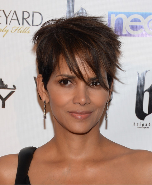 Halle Berry Layered Razor Cut [hair,face,hairstyle,chin,eyebrow,skin,bangs,forehead,bob cut,lip,halle berry,fame,the vineyard,beverly hills,california,philanthropy post-oscar party]