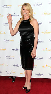 Nicollette paired her LBD with black satin d'orsay pumps.
