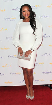 Vivica A. Fox accessorized her white dress with silver platform pee-toe pumps.