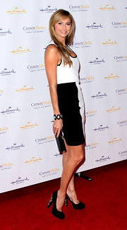 Stacy Keibler accessorized her black and white frock with embellished platform pumps.
