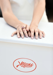 Ana de Armas kept it simple with a neutral mani at the 'Hands of Stone' photocall during the Cannes Film Festival.