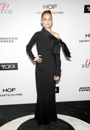 Nicole Richie looked seriously elegant in a black off-one-shoulder gown by Dior at the Harper's Bazaar 150 Most Fashionable Women celebration.