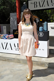 Sophia Bush looked ready for a day in the sun when she sported this sleeveless A-line.