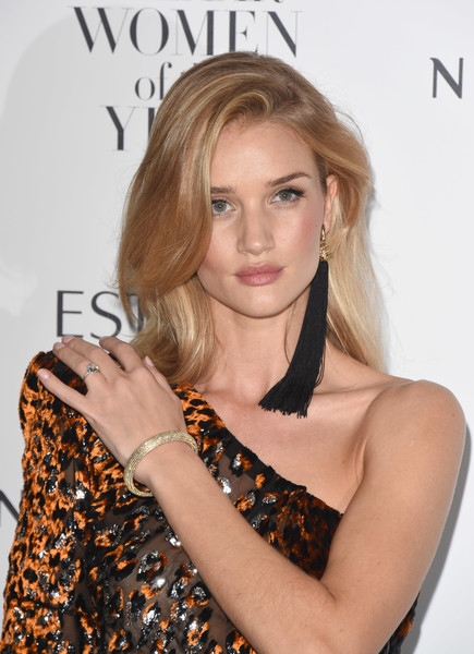 More Pics of Rosie Huntington-Whiteley Pumps (1 of 10) - Rosie Huntington-Whiteley Lookbook - StyleBistro [hair,blond,hairstyle,beauty,long hair,lip,layered hair,dress,brown hair,shoulder,red carpet arrivals,rosie huntington-whiteley,harpers bazaar women of the year awards,england,london,claridges hotel]