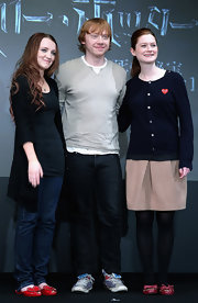Bonnie Wright donned red bow adorned ballet flats with black opaque tights.