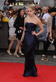 Peaches looked dramatic at the 'Harry Potter and the Deathly Hallows Part 2' premiere wearing a navy satin strapless evening gown.
