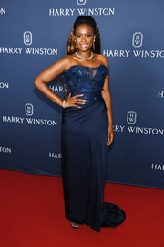 Jennifer Hudson attended the unveiling of the Harry Winston New York Collection wearing an elegant strapless navy gown by Vivienne Westwood Couture.